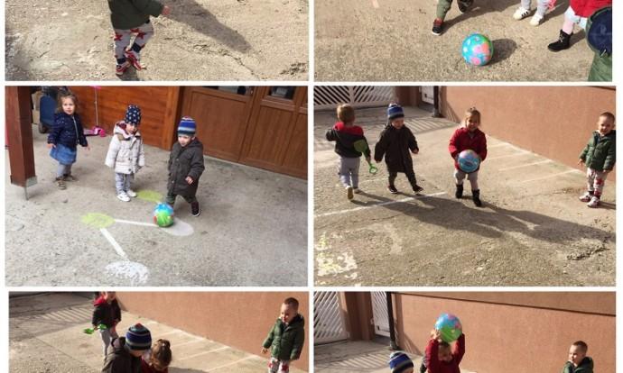 Zečići - boravak na zraku, igre s loptom - bacanje, hvatanje, šutanje, dodavanje, razvoj krupne motorike i koordinacije te poticanje suradničkog učenja