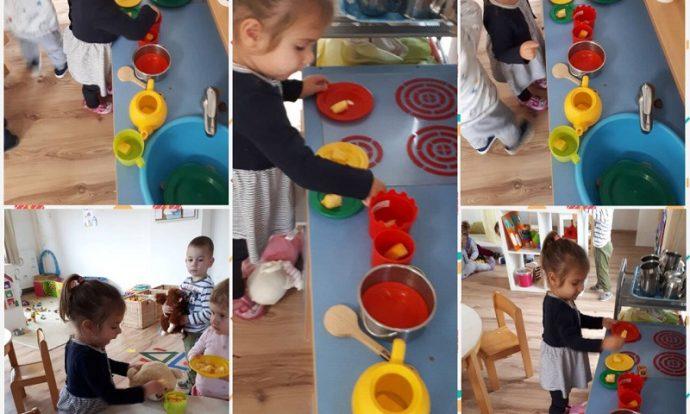 Zečići - imitativna igra u centru kuhinje, kuhanje bundeve i hranjenje plišanih životinja, poticanje empatije