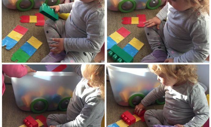 Zečići - slaganje kocaka po zadanom predlošku, prepoznavanje i imenovanje boja, razvoj pamćenja i strpljivosti, te okulomotorike i fine motorike
