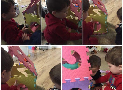 Zečići - igra u centru građenja, građenje garaže za autiće, razvoj spoznaje i koncentracije te poticanje suradničkog učenja