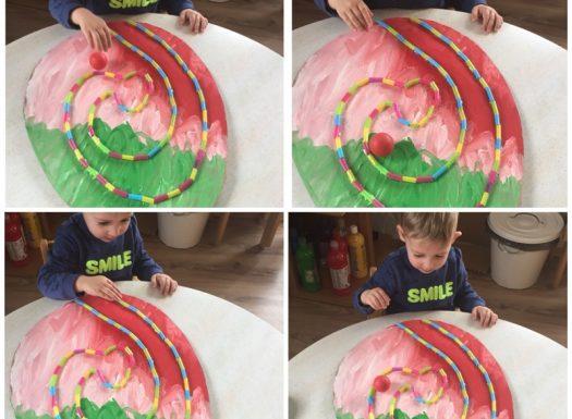 Zečići - stolno - manipulativna igra, guranje loptice do cilja, razvoj koordinacije oko - ruka, razvoj preciznosti i strpljivosti