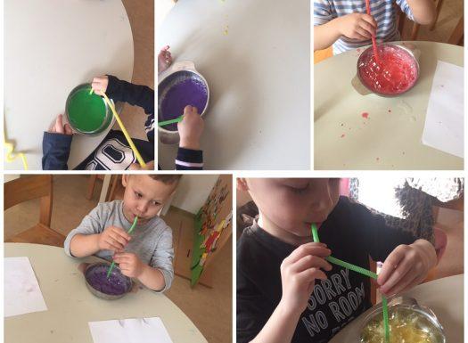 Leptirići - likovna aktivnost slikanja obojenom sapunicom i puhanje mjehurića, razvoj kreativnosti i usvajanje neobične tehnike slikanja