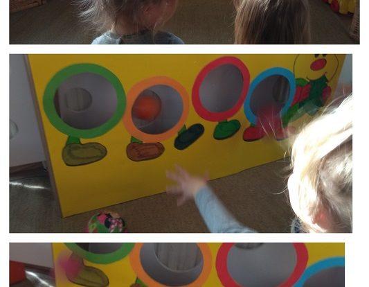 Zečići - gusjenica za ubacivanje loptica, poticaj razvoja koncentracije, preciznosti i suradnje