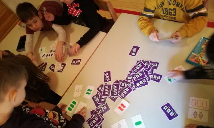 Frfići - mozgalići - poticanje asocijativnog mišljenja i mašte, set karata kao poticaj na poštivanje pravila igre, osmišljavanje vlastite igre