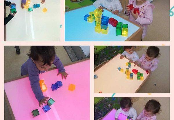 Lavići - upoznavanje sa svjetlećim stolom i kockama različitih boja i veličina