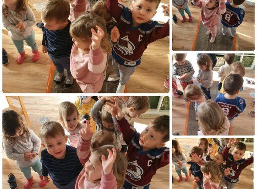 Zečići - poticanje razvoja taktilne percepcije hodanjem po pucketavoj foliji